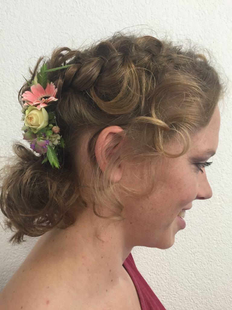 Hochzeitsfrisur Mit Blumen Coiffure Activ Ch